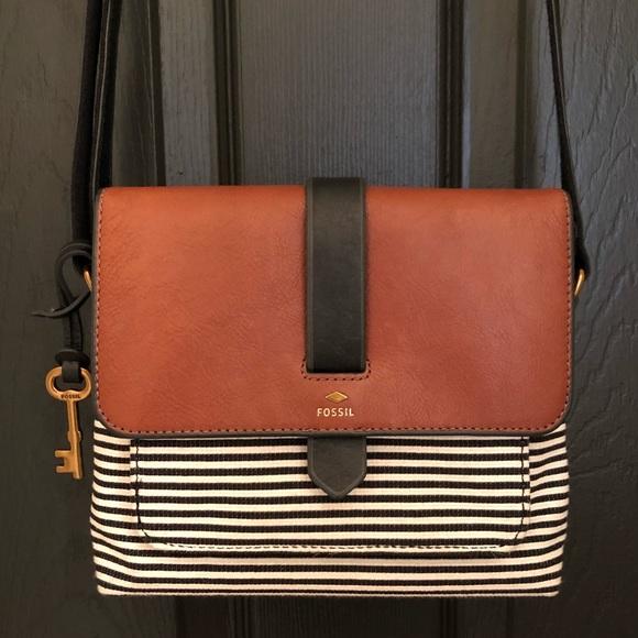 65b398a9c05f Fossil Handbags - FOSSIL Kinley Small Crossbody 💕
